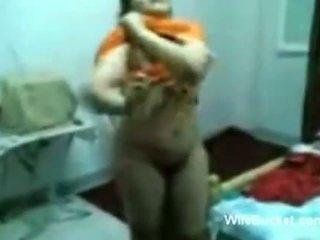 Arab doma narejeno seks tape