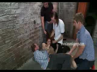 חום haired ו - נכנעת בובה gets brutally handled על ידי a bunch של חרמן men