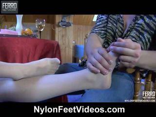 Teasing using viņai pēdas