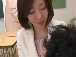Mothers helping ne jejich sons v pohlaví ed 4