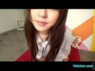 Ázsiai lány -ban shirt giving leszopás szar tovább a ágy