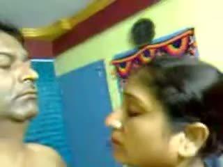 Sexy në kushte shtëpie indiane moshë e pjekur me lesh çift seks marrjenëgojë mms