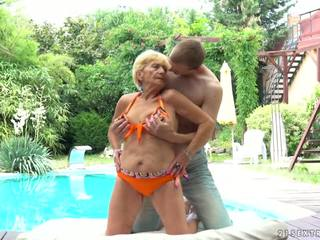 おばあちゃん fucks 次 へ a プール, フリー 21 sextreme 高解像度の ポルノの d5