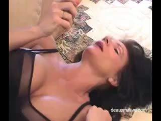 Deauxma seksikas masturbation