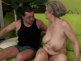 거유 할머니 enjoys 험악한 섹스