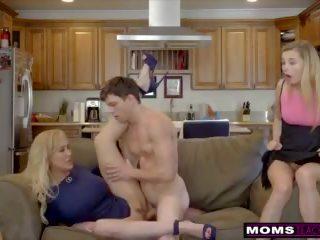 Momsteachsex- bigtit tante brandi liefde helps tieners neuken