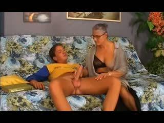 Senas senelė takes tai į the šikna, nemokamai analinis porno 12