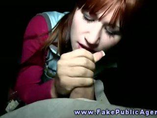 Fake publiek agent promisses an amateur meisje dat hij wil sperma op haar gezicht