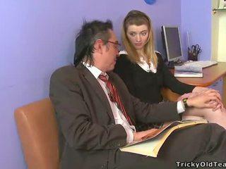 Geil oud leermeester giving lessons
