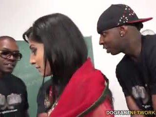 Nadia ali learns 到 處理 一 bunch 的 黑色 cocks