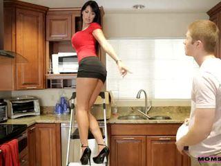 Mamusie uczyć seks - jej boyfriend jizzed na jej mamusie cycki