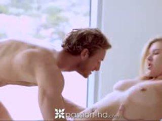 Passion-hd blondýna násťročné sucks guy ako on shaves
