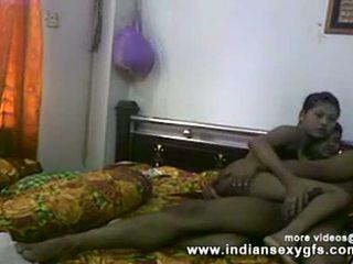 Desi sister אח כוס אצבוע ו - מציצות לפני מזיין ב תוצרת בית סקס וידאו
