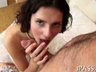 Milzīgs penis penetrates dziļi iekšā no sulīga pusaudze rectal hole
