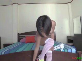 Jauns taieši pusaudze attempts pirmais laiks sekss video ar uzbudinātas baltie guy
