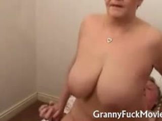 Grand-mère pute fucks hardcore