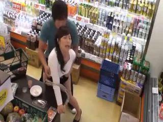 Ce este the nume de the ultimul fata? fierbinte asiatic adolescenta public amator sex în magazin