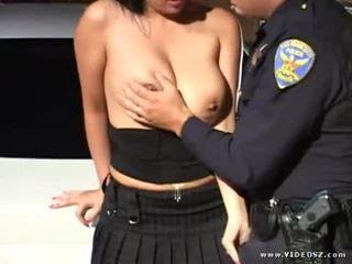 bröst, brunett, avsugning