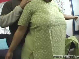 Індійська матуся loves це її bf є having веселощі навколо її великий груди