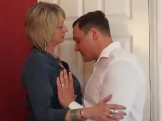 Табу секс с гладен мама и късметлия син, порно 32