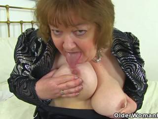 English granny susan pleases tema näljane tussu koos a.