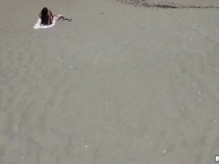 Ex vriendin sexy playgirl op sand got peeked door anybody