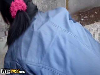 Doggy openlucht neuken nabij lavish explosion