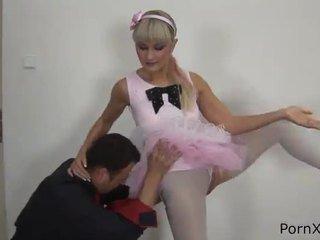 Freaky ballet dancer anita has hecho amor wazoo durante la rehearsal