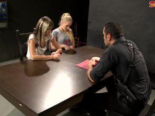 Policists blackmails tīņi par sekss