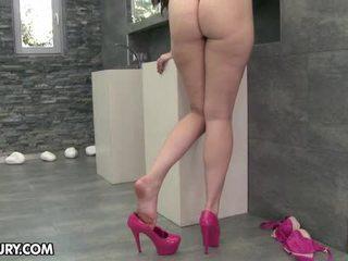 mangiare i suoi piedi, feticismo del piede, gambe sexy