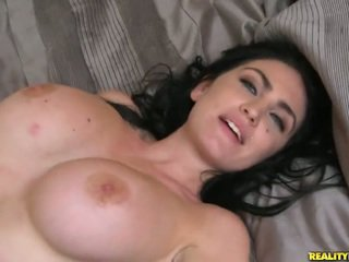 Brilliant bigtitted на възраст london jolie
