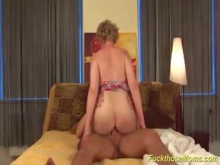 Rondborstig harig rijpere gets ruw geneukt, hd porno 6d