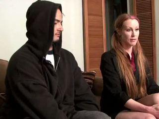 Darby daniels-parole oficial gets knocked fora por parolee