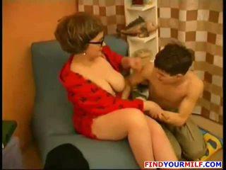 Madre sedurre giovane figlio