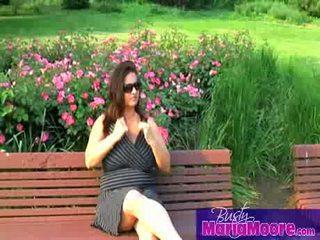 Maria moore - solo em park bench