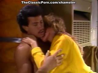 Christy canyon, zaķis bleu, blondi uz vintāža sekss vietā