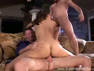 Těžký trojice pro houpá manželka zatímco manžel watches