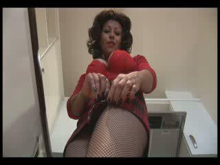 Grande tetas madura en minifalda y crotchless pantis gets mojada