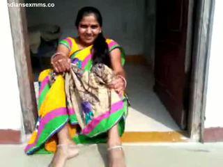 Desi aunty faraj menunjukkan dan bj sebahagian 1 semua