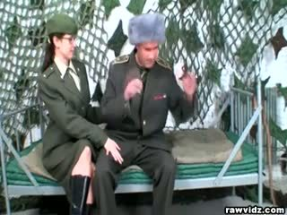 Armija meitene sucks liels dicks