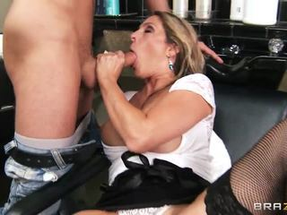 Groot breasted milfy harig dresser angela attison gets nailed