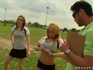 كبير titted شقراء كرة القدم لاعب madison ivy using لها الثدي إلى يكون captain
