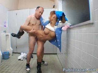Asiatisch blowjob öffentlich
