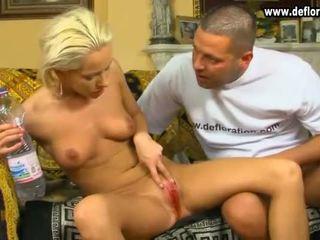Virgins plechovka slúžiť males