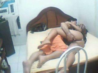 Indisk par fångad hem sextape