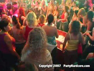 Nxehtë klub adoleshent vajzat qirje në e egër natë seks festë