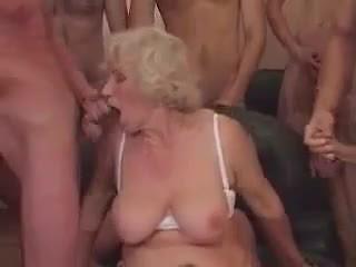 Oma norma im ein gangbang