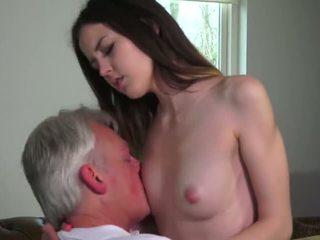 Innocent gagica inpulit de grandfather - porno video 771