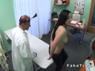 Doktor examines nagy beasts