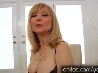 Excitat matura bunicuta nina hartley masturband-se